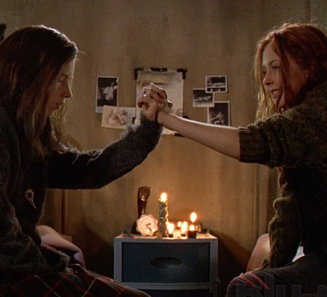 Ginger Snaps': A werewolf movie about sisterhood and hating ...